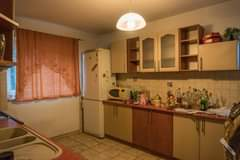 Obraz może zawierać: kuchnia i w budynku